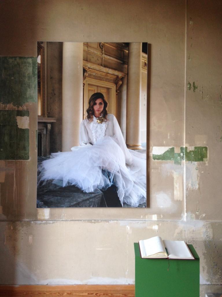 Fotografie von Frieda von Weissenfels im Rahmen der Ausstellung Vis-a-Vis im Schloss Pillnitz